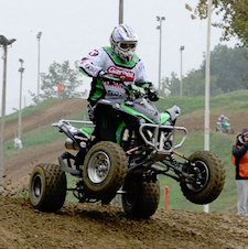 Rossano Valenti in pista con il suo quad da gara