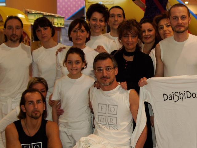 foto di gruppo degli allievi e delle allieve dell'Accademia Dai Shi Do