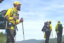Gruppo di escursionisti si godono una breve sosta
