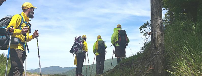 Escursionisti durante una breve sosta