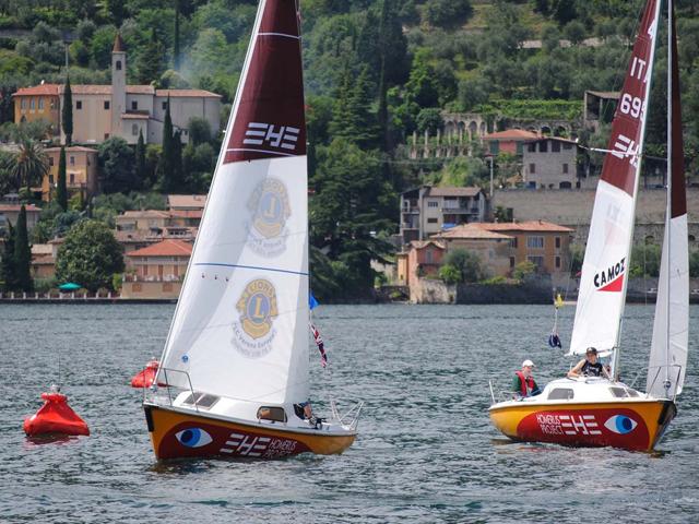Le barche Homerus Project con i loro scafi coloratissimi