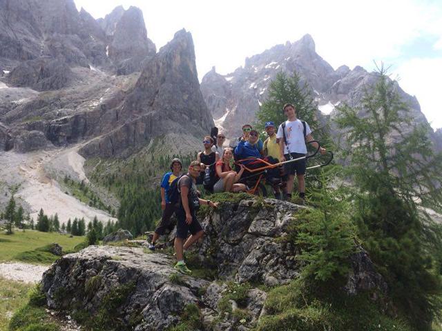 Un gruppo di escursionisti durante una sosta
