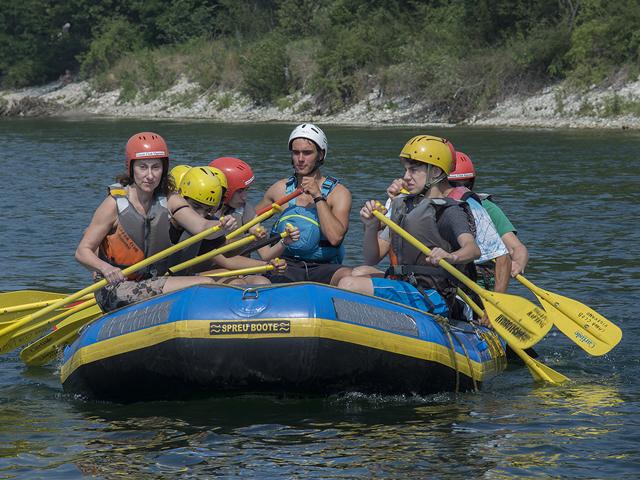 Gommone durante il percorso di rafting