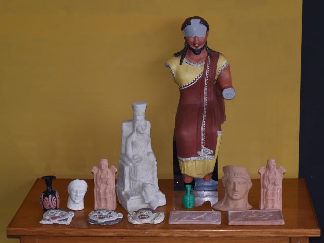 Alcuni oggetti predisposti per il percorso tattile