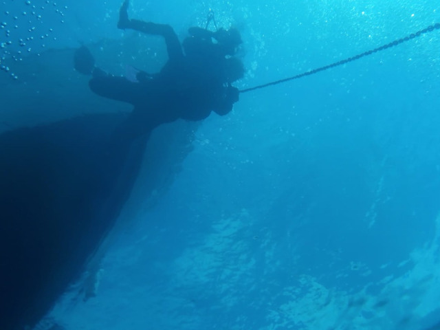Un sub in immersione con il suo istruttore