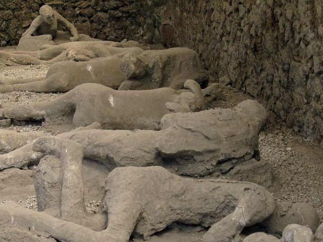 I calchi delle persone rimaste intrappolate nell'Orto dei fuggiaschi