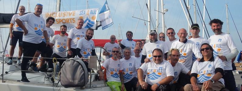 Foto di gruppo in occasione della regata paralimpica Barcolana