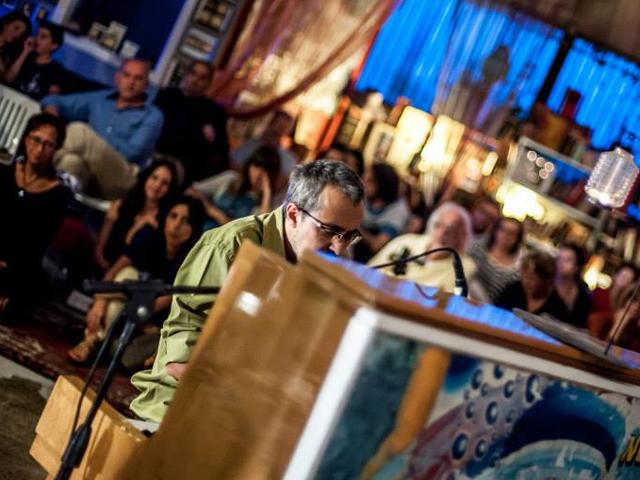 Alan Zamboni durante un evento musicale