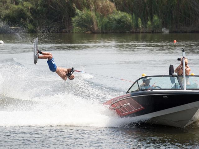 Il Salto in Wakeboard: volare sull'acqua