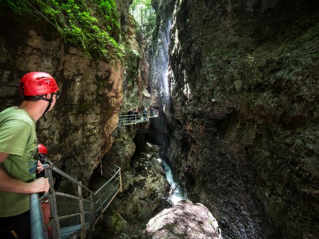 La forza e costanza dell'acqua ha scavato un percorso nelle viscere della terra che è oggi visitabile grazie all'opera dell'uomo
