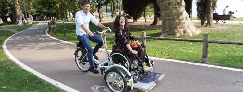 Bici con pedana anteriore per sedia a rotelle